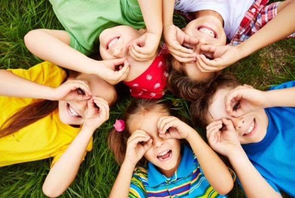 0001_children-playing-grass_1098-504_1622788295-4e9aada4836ec6a876d7a620055b4e2c.jpg
