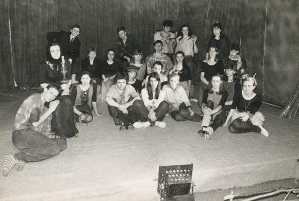 0008_8-siauliu-miesto-kulturos-rumu-jaunimo-teatro-studijos-helijas-nariai-xx-a-9-des-is-nijoles-narmontaites-archyvo_1595487013-8271b1b71708b47c536f2c340098adf8.jpg